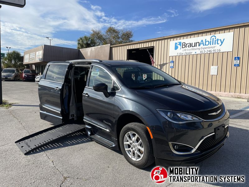 Used 2020 Chrysler Pacifica.  ConversionBraunAbility Chrysler Pacifica Foldout XT